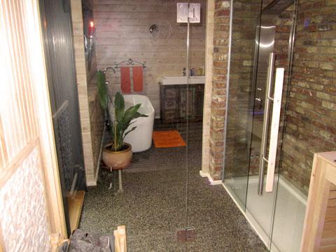 badezimmer mit sauna und whirlpool. Black Bedroom Furniture Sets. Home Design Ideas
